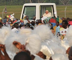 PAPA IN AFRICA:CAMERUN; CERIMONIA BENVENUTO IN AEROPORTO NSIMALE