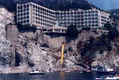 albergo-fuenti-tuttora-demolito